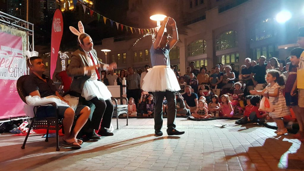 "arnaldo mangini clown actor mr bean lookalike""zen & now"" show - dubai marina street festival 2018"